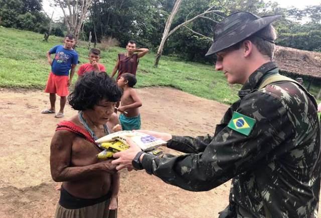 Na fronteira setentrional do País, comunidades indígenas recebem, todo mês, a visita do Exército