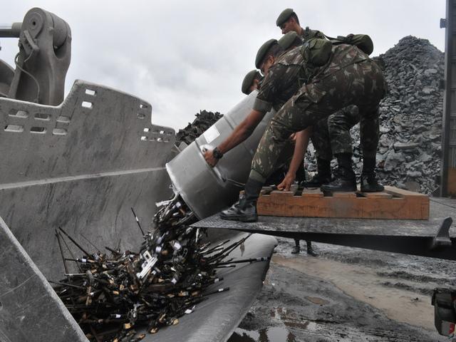 Mais de mil armas apreendidas por órgãos de segurança pública são retiradas definitivamente de circulação
