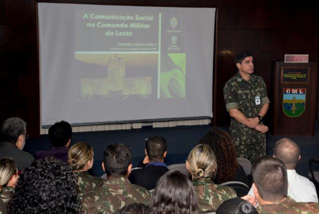 Jornalistas e militares trazem à discussão temas relevantes da atualidade em Estágio de Comunicação Social.