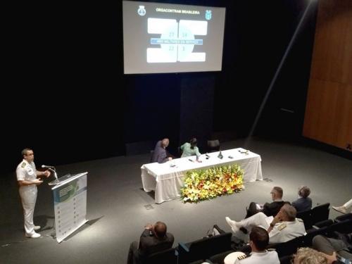 Comandante do Controle Naval do Tráfego Marítimo participa de conferência internacional