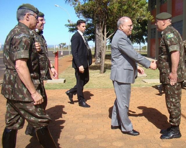 Ministro de Estado Chefe do Gabinete de Segurança Institucional e comitiva de oficiais-generais visitam 1º Batalhão de Guerra Eletrônica