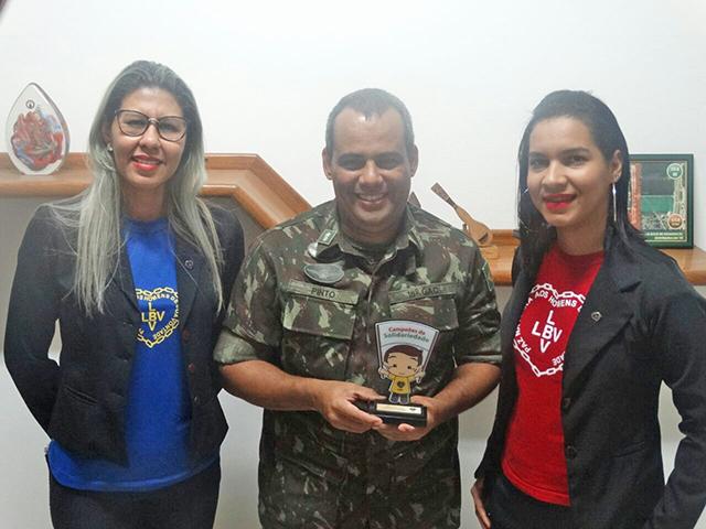 18º Grupo de Artilharia de Campanha é homenageado por representantes da Legião da Boa Vontade com o Troféu Campeões da Solidariedade