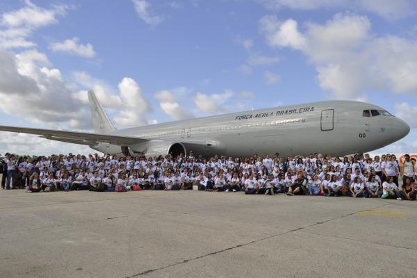 Força Aérea Brasileira realiza transporte de 230 voluntários para Salvador