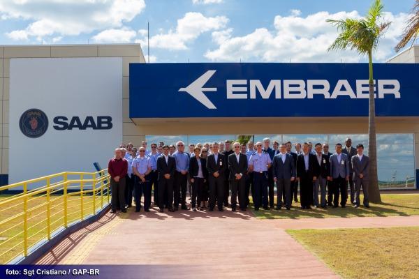Comitiva de usuários do Gripen visita FAB e Embraer