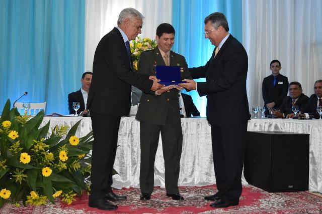 Câmara Municipal concede Título de CIdadão Anastaciano ao Comandante do 9º BE Cmb
