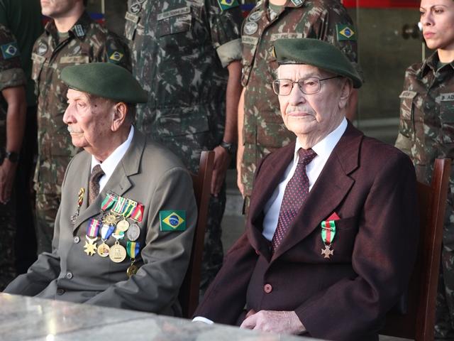 No Dia da Vitória, Heróis da 2ª Guerra Mundial, com 97 anos, recebem homenagem na Capital dos Blindados