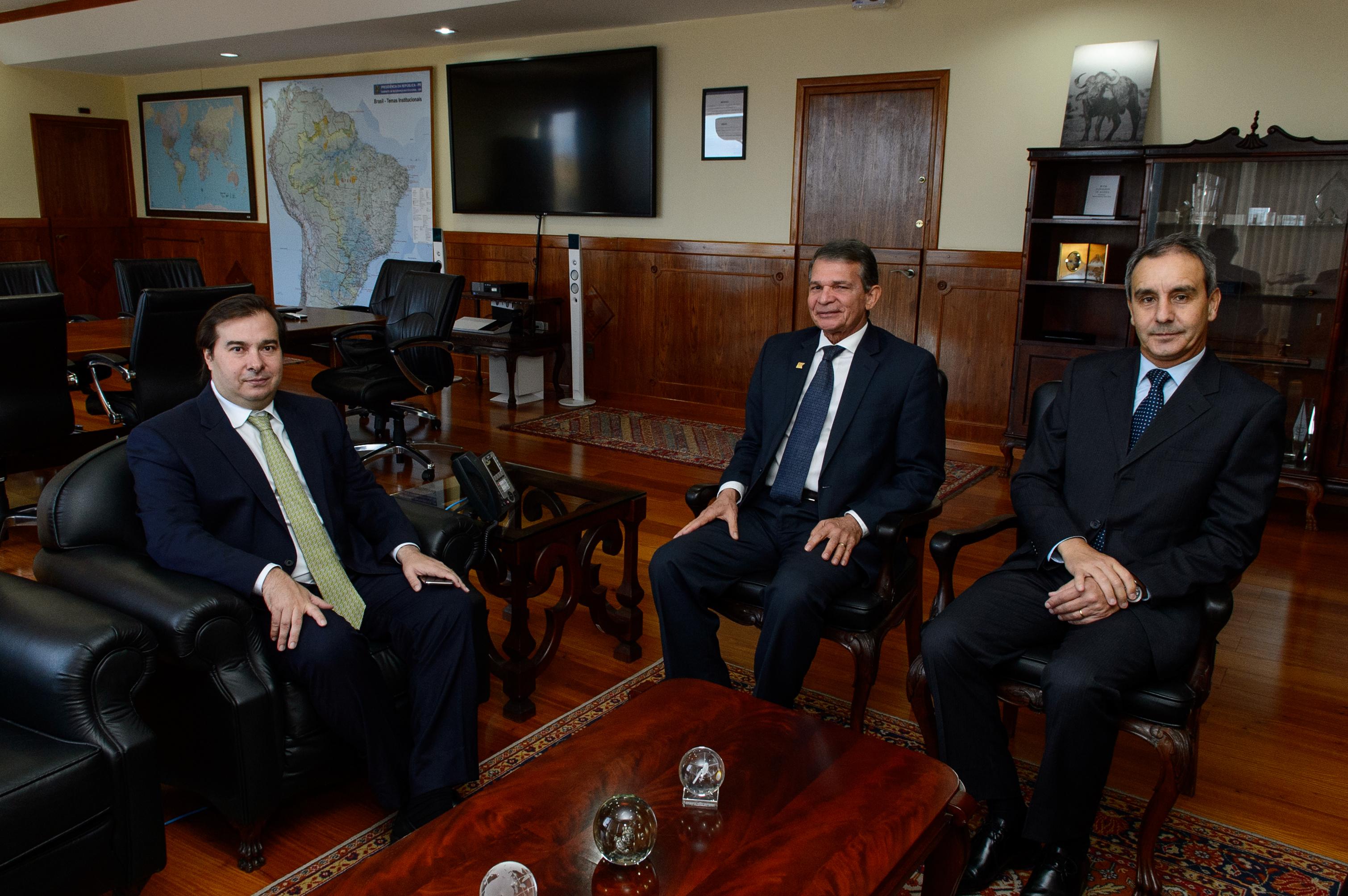 Ministro Silva e Luna recebe o presidente da Câmara dos Deputados