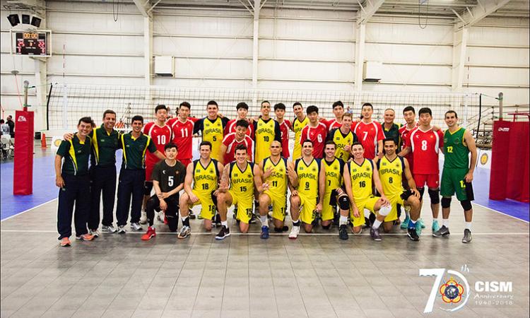 Seleção militar masculina de voleibol é campeã mundial e seleção feminina leva medalha de prata