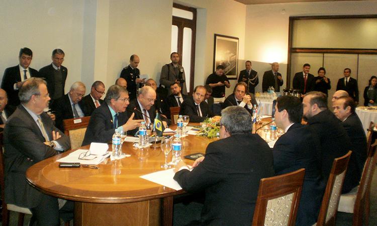 Defesa assina acordo de cooperação mútua com o Paraguai e a Argentina para prevenção e combate ao crime organizado transnacionais