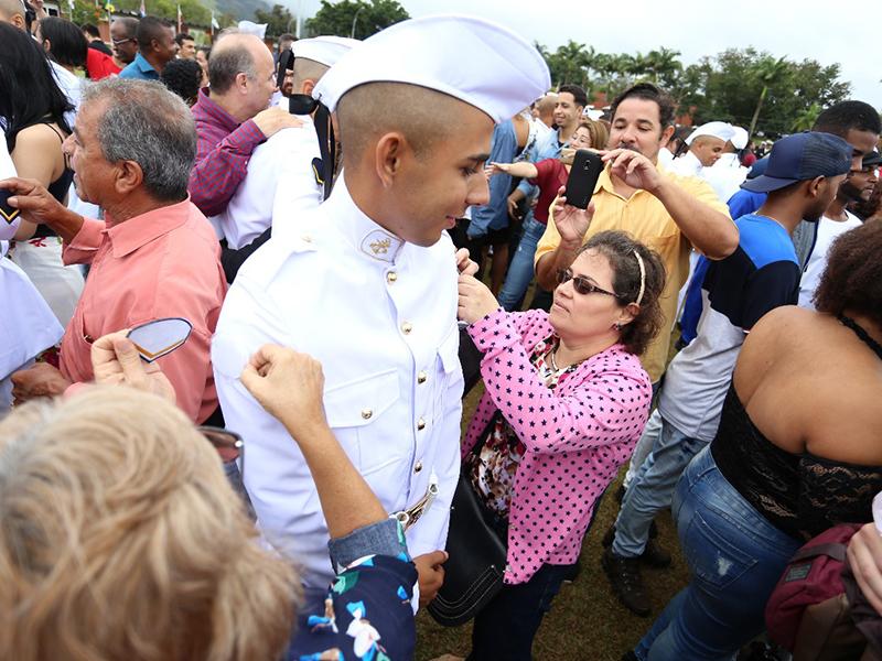Soldados Fuzileiros Navais prestam juramento à Bandeira no Centro de Instrução Almirante Milcíades Portela Alves