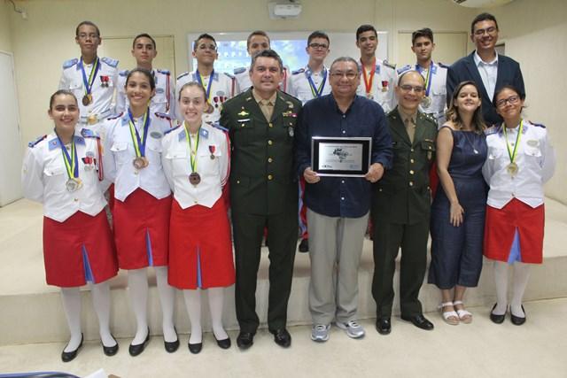 """Colégio Militar do Recife recebe homenagem como """"Escola Destaque"""", por ter conquistado cerca de 65% das medalhas da etapa nacional da Olimpíada Brasileira de Física das Escolas Públicas 2017"""