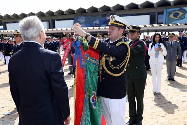 Escola de Sargentos das Armas é agraciada com mais alta comenda da Marinha do Brasil, na Capital Federal