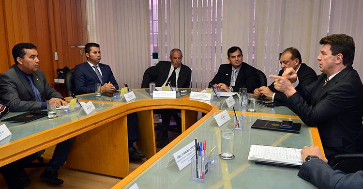 Calha Norte e Bancada de Rondônia realizam reunião no MD