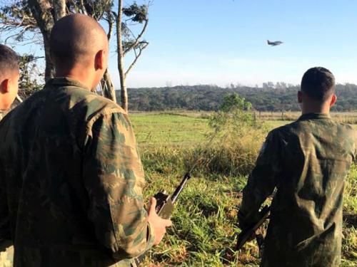 Esquadrão VF-1 e militares dos Grupamentos de Operações Especiais realizam exercício de guias aéreos avançados