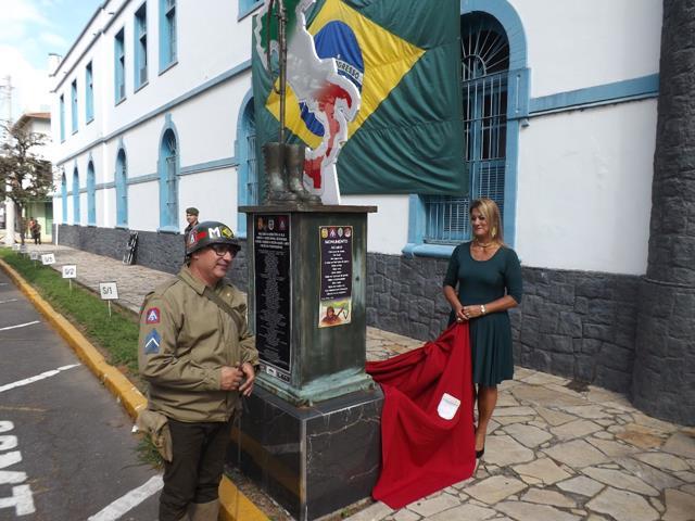 Monumento da Força Expedicionária Brasileira recebe poema de escritora do interior de São Paulo