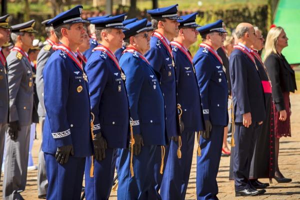 Unidade e militares da FAB são agraciados com Comenda da Marinha do Brasil