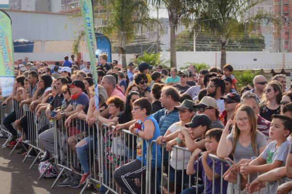 Grande público assiste à demonstração da Esquadrilha em Bauru (SP)