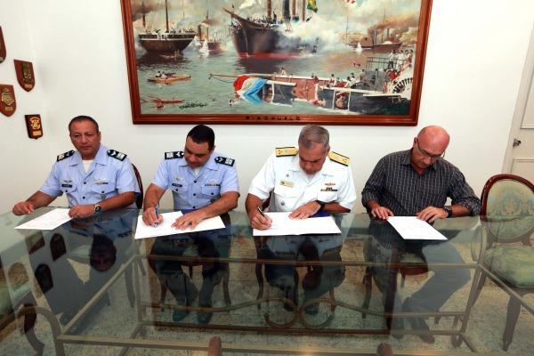 FAB e Marinha assinam Acordo de Cooperação Técnica