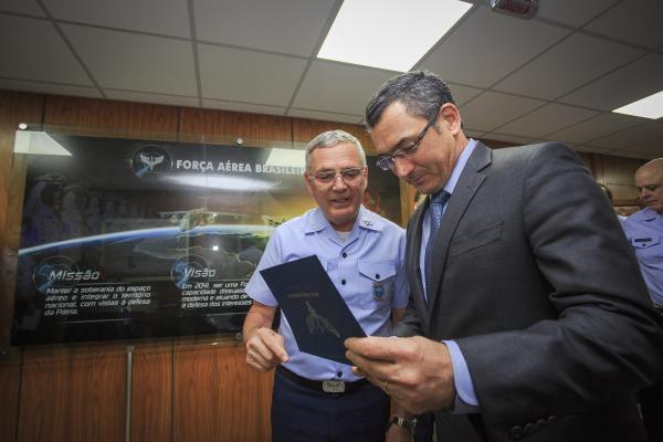 Comandante da FAB e Ministro da Fazenda se reúnem em Brasília (DF)