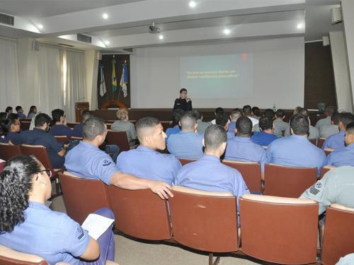 Arsenal de Marinha do Rio de Janeiro promove palestra sobre o uso crescente do álcool e outras drogas