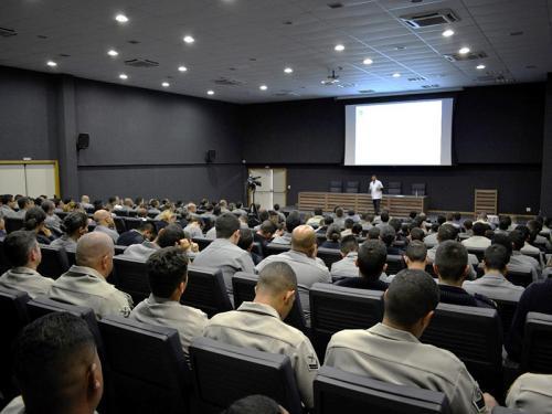 Centro de Instrução e Adestramento Almirante Newton Braga realiza capacitação em licitações com participação simultânea de todos os Distritos Navais