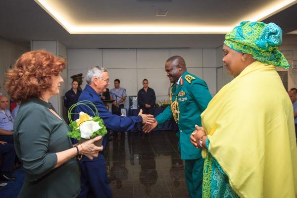 Comandante da Força Aérea entrega Medalha Mérito Santos-Dumont a 15 adidos militares