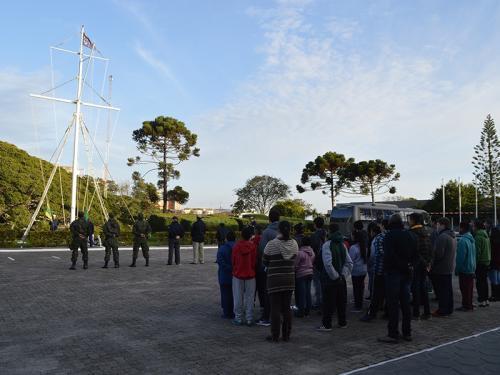 "Comando do 5º Distrito Naval realiza projeto ""Pátria Amada Brasil"""