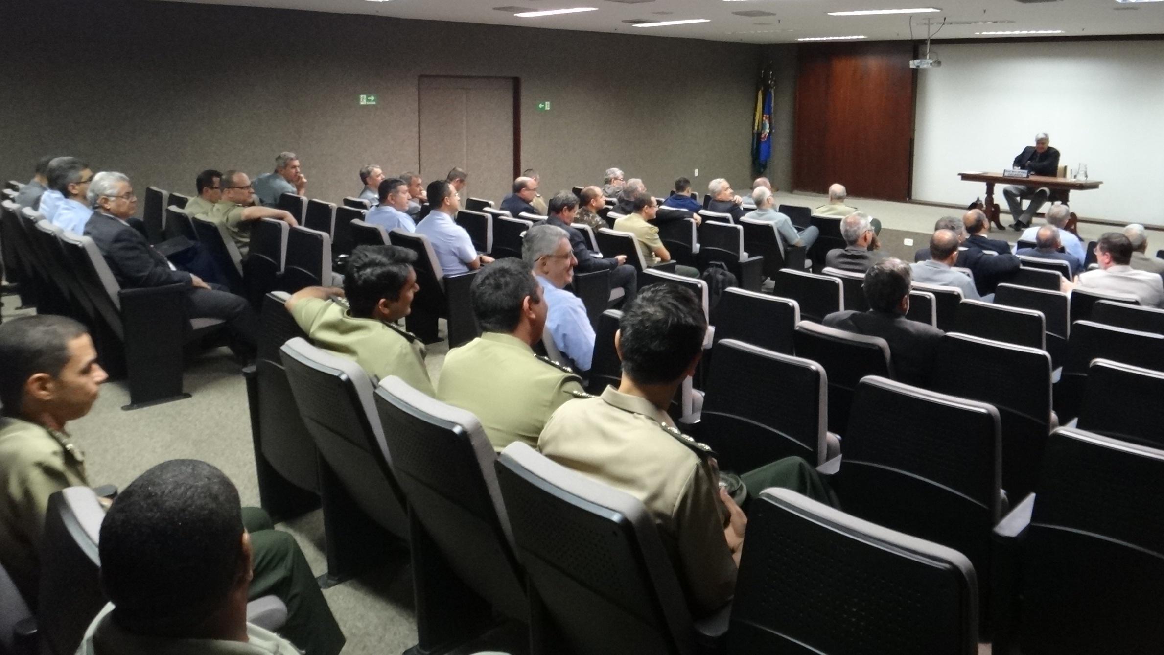 Divisão de Assuntos de Logística e Mobilização participa de palestra em Brasília
