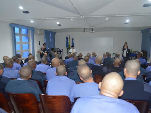 Escola de Aprendizes Marinheiros de Santa Catarina promove palestras sobre educação ambiental