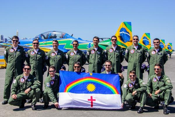 Esquadrão de Demonstração Aérea leva multidão ao Marco Zero, em Recife (PE)