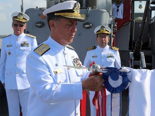 """Navio Patrulha """"Pampeiro"""" é condecorado com a Comenda da Ordem do Mérito Naval"""