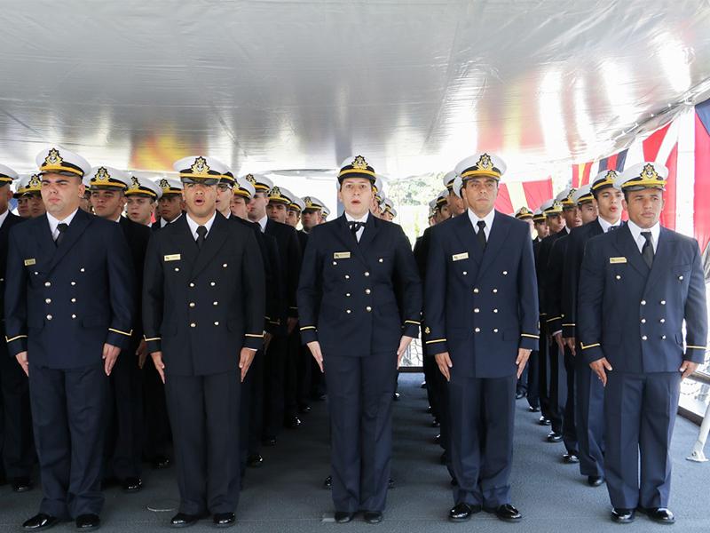 """Navio-Escola """"Brasil"""" realiza cerimônia militar de despedida para a XXXII viagem de instrução de guardas-marinha"""