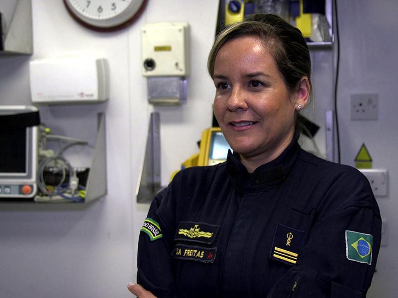 """Porta-Helicópteros Multipropósito """"Atlântico"""" tem representante feminina em sua tripulação"""