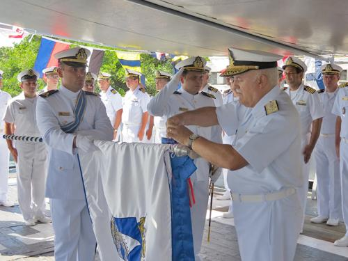 """Rebocador de Alto Mar """"Triunfo"""" é agraciado com a Ordem do Mérito Naval"""