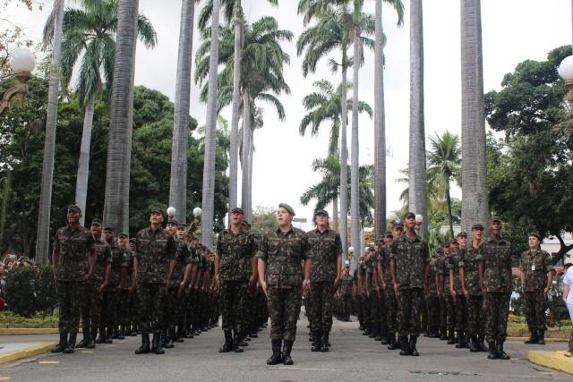 Solenidade de entrega da boina verde-oliva aos soldados incorporados no ano de 2018