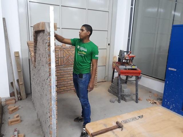 Soldado representa o Exército em competição nacional de construção em alvenaria e poderá ir à etapa mundial