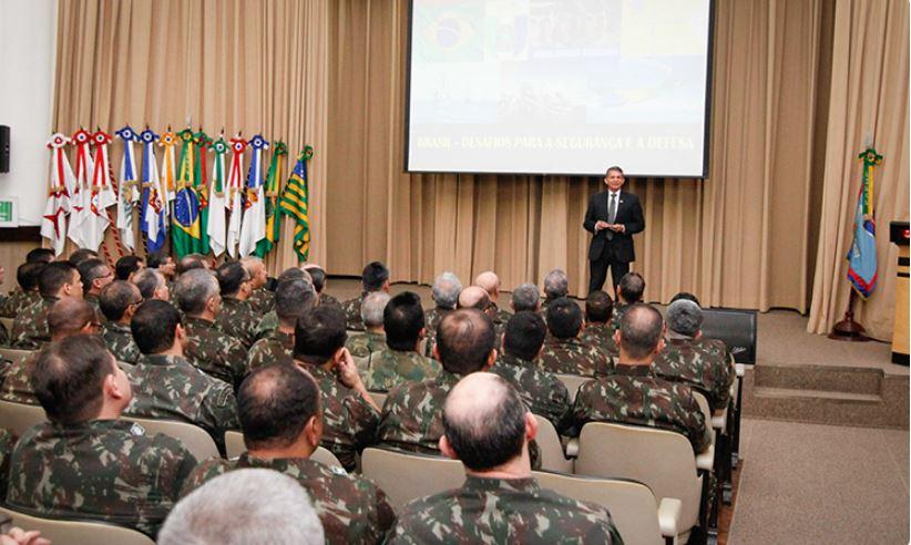 Escola de Comando e Estado-Maior do Exército debate Desafios para Segurança e Defesa