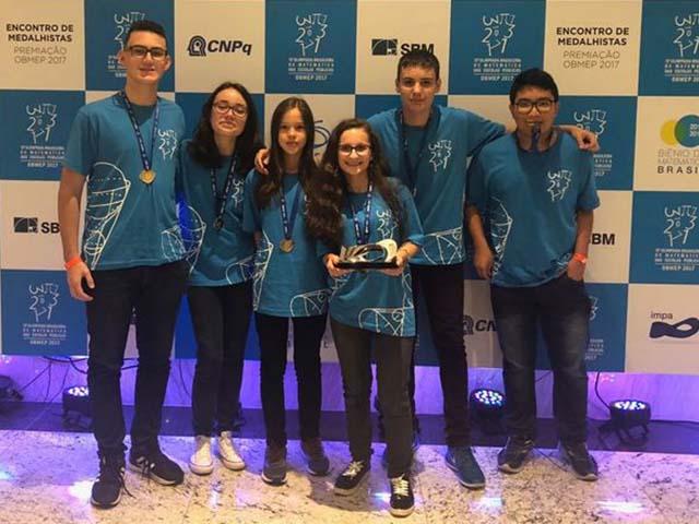 Alunos do Colégio Militar de Curitiba: medalha de ouro na Olimpíada de Matemática das Escolas Públicas