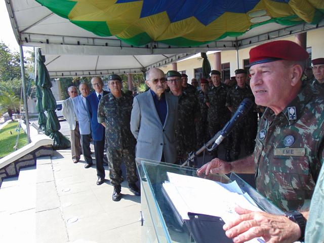 Brigada de Infantaria Pára-quedista realiza despedida do General de Exército Fernando Azevedo e Silva