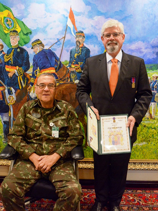Comandante do Exército concede medalha a Rodrigo Janot, ex-Procurador-Geral da República