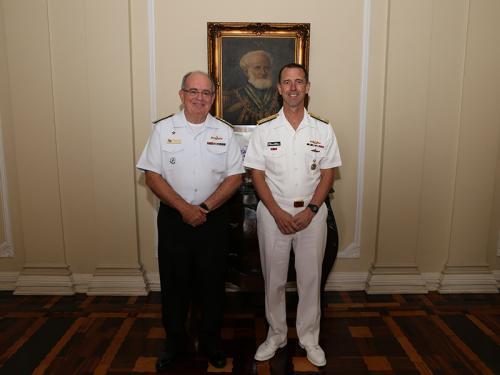 Comandante de Operações Navais da Marinha dos Estados Unidos da América visita a Marinha do Brasil
