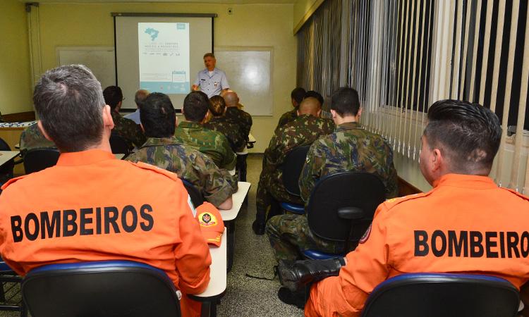 Defesa prepara militares e civis para resposta médica a desastres
