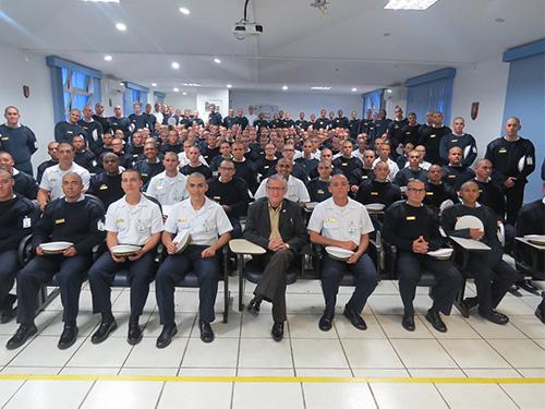 Escola de Aprendizes Marinheiros de Santa Catarina promove palestra alusiva ao Dia do Escritor