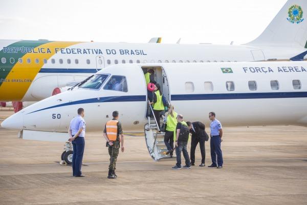 FAB transporta profissionais de saúde para atuar no apoio aos venezuelanos em RR