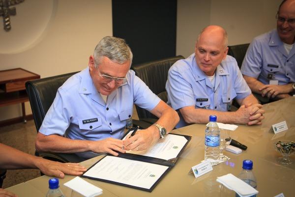 Força Aérea e Ministério da Agricultura assinam Memorando de Entendimento na área espacial