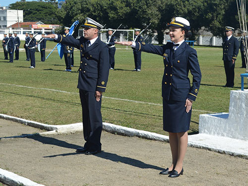 Guardas-Marinha realizam juramento à Bandeira na Escola de Aprendizes Marinheiros de Santa Catarina