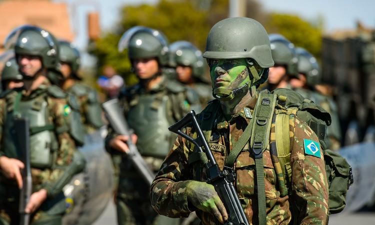 Homenagens marcam cerimônia do Dia do Soldado em Brasília