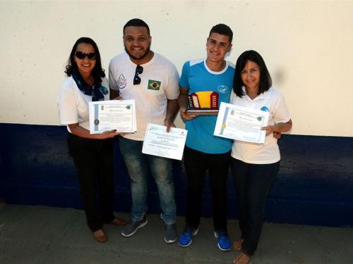 Jovens da Ecovila Naval ganham medalha de ouro em encontro internacional, na Colômbia