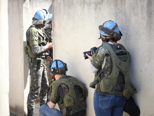 No Rio de Janeiro, Exército Brasileiro capacita profissionais da imprensa para atuarem em áreas de conflito
