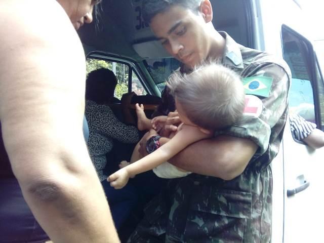 Soldado do grupo de combate salva vida de um bebê durante as atividades da Operação Impacto II em Belém